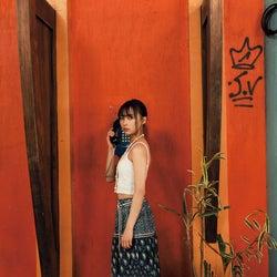 乃木坂46鈴木絢音、お腹ちらり 健康的な美しさとエロスが同居<1st写真集「光の角度」先行カット>