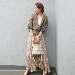甘くない花柄スカートのシックな秋コーデ10選 秋色&レトロな花柄で大人っぽく!