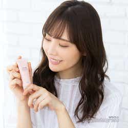 イキイキとした肌には、やわらかなピンク色を(C)モデルプレス