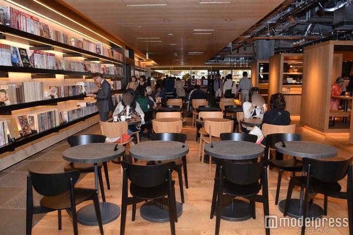 スターバックス コーヒー 銀座 蔦屋書店横のカフェスペース(C)モデルプレス