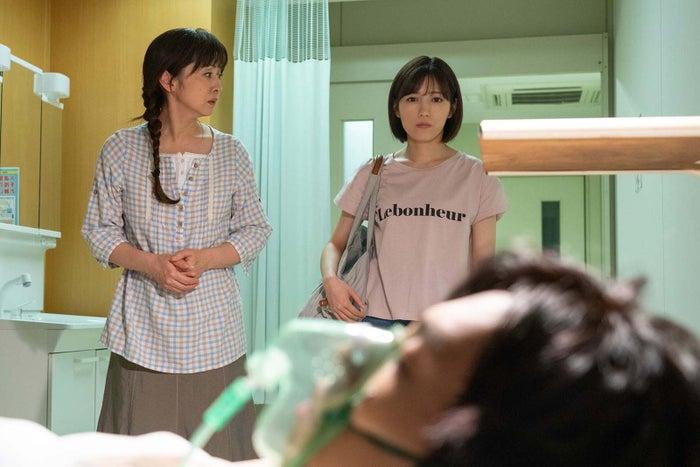 (左から)斉藤由貴、渡辺麻友(写真提供:東海テレビ)