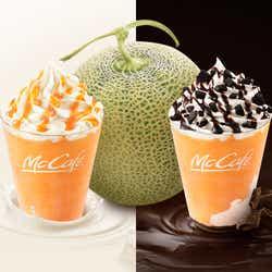 モデルプレス - マックカフェ「北海道メロン&ミルクフラッペ」「北海道メロン&チョコフラッペ」夏だけの芳醇な味わい