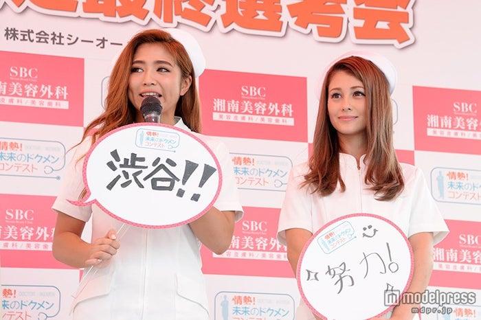 好きな言葉を紹介/(左から)今井華、ダレノガレ明美