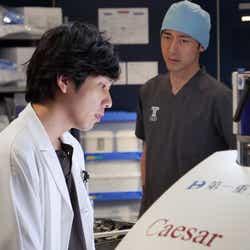二宮和也、小泉孝太郎/「ブラックペアン」第6話より(C)TBS
