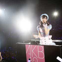 モデルプレス - 渡辺麻友、AKB48チーム8小栗有以にサプライズ 初センターにエール<チーム8結成4周年記念祭/セットリスト>