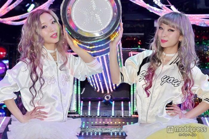 AMIAYA(左から:AYA、AMI)