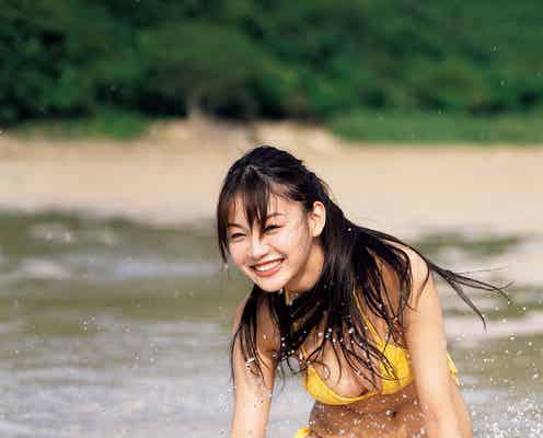 吉澤遥奈、夏の日差しに眩しい笑顔 ビキニ姿の美ボディ解放