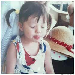 モデルプレス - 香里奈、お茶目な幼少期ショット公開 誕生日に祝福の声