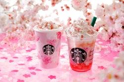 (左から)『さくらフル ミルク ラテ』、『さくらフル フラペチーノ』/画像提供:スターバックス コーヒー ジャパン