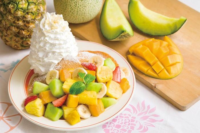 『サマーフルーツパンケーキ』販売価格: 1,480円/画像提供:EGGS'N THINGS JAPAN