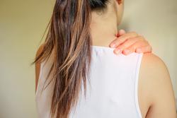 【動画あり】寝ながらできちゃう!腰痛・肩こり改善ストレッチ
