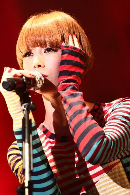 「Candy Stripper 15th ANNIVERSARY PARTY」でライブを行った木村カエラ