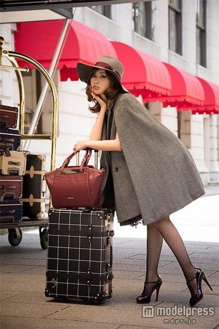 クラシック&エレガントな色気で魅了する紗栄子
