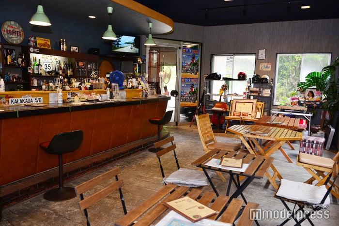 店内は海外カフェのようなオールドアメリカンなムード(C)モデルプレス