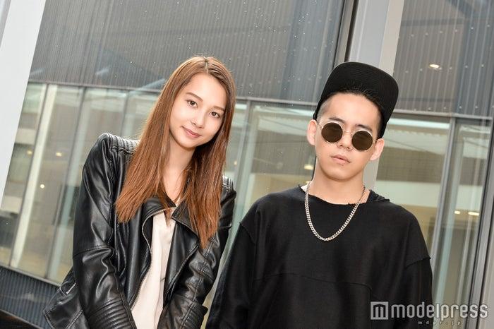 (左から)Niki、清水翔太(C)モデルプレス
