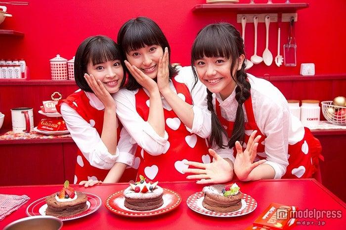 (左から)広瀬すず、土屋太鳳、松井愛莉