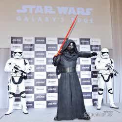 カイロ・レン&ストームトルーパー(C)モデルプレス(C)Disney/Lucasfilm Ltd. (C)& TM Lucasfilm Ltd.
