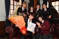 平野紫耀が涙 杉咲花はもらい泣き 「花のち晴れ」サプライズでKing & PrinceのCDデビュー祝福
