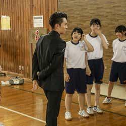 TETSUYAがダンス授業を視察(写真提供:LDH)
