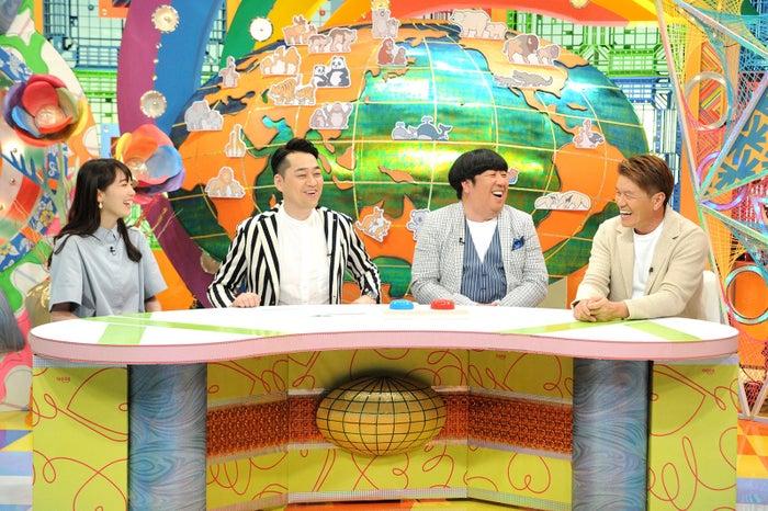(左から)飯豊まりえ、設楽統、日村勇紀、ヒロミ (画像提供:MBS)