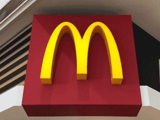 """「あなたはどっちを選ぶ!?」マックの""""フルーツパイ""""を食べ比べてみた!"""