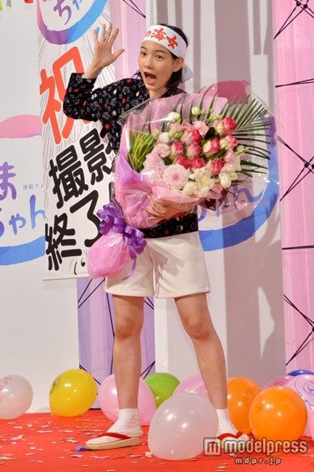 """""""じぇじぇじぇ""""の顔をする能年玲奈/「あまちゃん」クランクアップ取材会"""