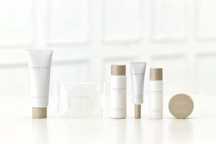 写真は、6品全てが試せるトライアルセット(左から、クレンジングジェル・石鹸・化粧水・美容液・乳液・クリーム)