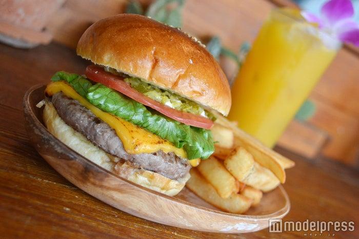 「チーズバーガー」¥1,100※現在は細いポテトがシューストリングポテトに変更