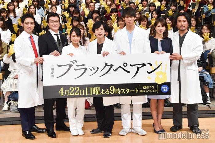 (左から)小泉孝太郎、加藤浩次、葵わかな、二宮和也、竹内涼真、加藤綾子、内野聖陽(C)モデルプレス
