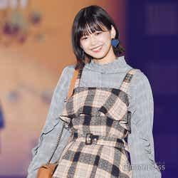 モデルプレス - 欅坂46渡邉理佐、可愛すぎる仕草&笑顔で観客を虜に<GirlsAward 2018 A/W>