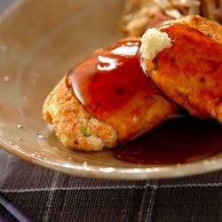 ヘルシーで栄養たっぷり「鮭と豆腐のハンバーグ」の作り方
