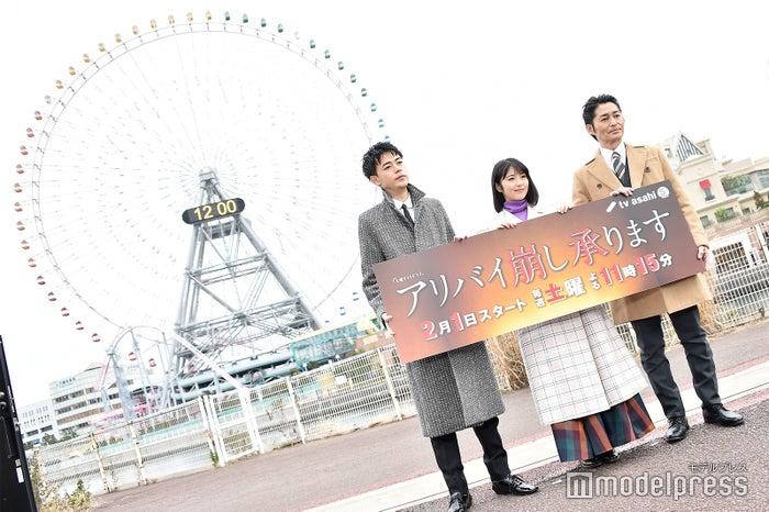 成田凌、浜辺美波、安田顕(C)モデルプレス