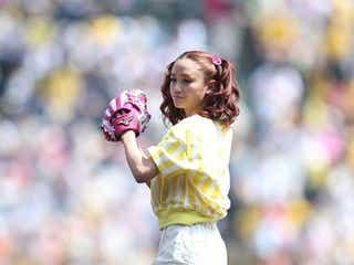 「ViVi」モデル宮城舞、「泣きそうでした」キュートなユニフォームで始球式