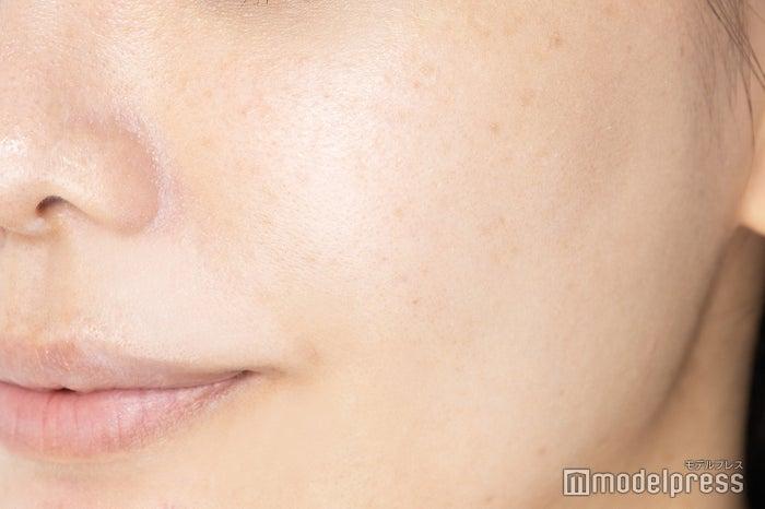 「メーキャップ ベース クリーム UV」(ピンク)塗布後(C)モデルプレス