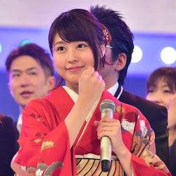 嵐・相葉雅紀&有村架純の握手で「第67回 NHK紅白歌合戦」開幕「心臓が飛び出そう」<紅白本番>