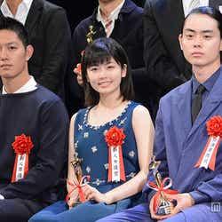 左より:工藤阿須加、小芝風花、菅田将暉