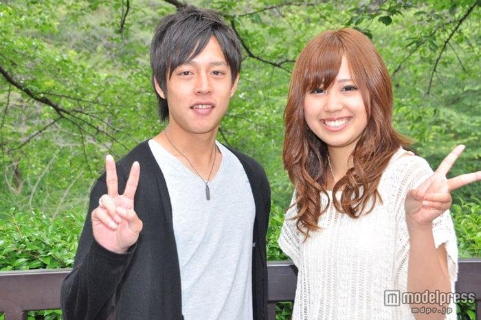 「AKB48 27thシングル 選抜総選挙 ~ファンが選ぶ64議席~」に来場したカップル