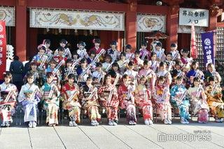 荻野由佳・北川綾巴らAKB48グループ過去最多45人が成人 艶やか晴れ着姿<写真特集>