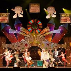 2021年の初笑い、豪華キャストによるミュージカル「モンティ・パイソンのSPAMALOT」本日開幕