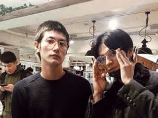 三浦春馬、新田真剣佑とのめがね2ショット公開で反響「イケメン兄弟」