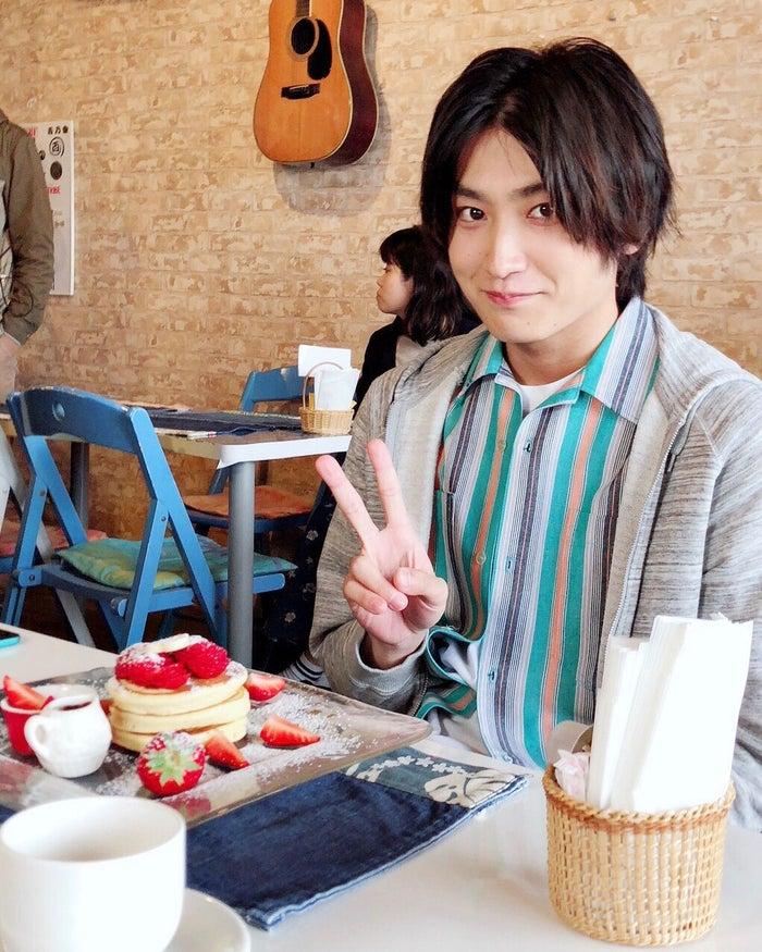 パンケーキを食べた金子大地(提供写真)