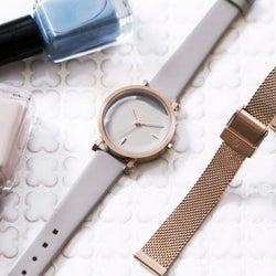 くすみカラーが気分♡大人女子の冬コーデにぴったりの洗練された腕時計