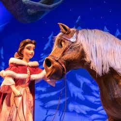 """雪に覆われた庭/「美女と野獣""""魔法のものがたり""""」(C)Disney"""