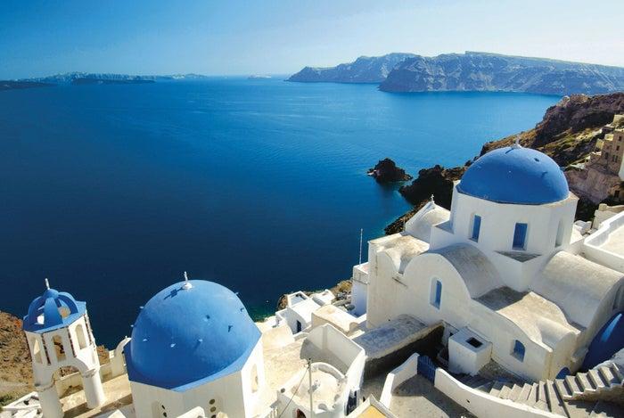 青と白が映えるギリシャのサントリーニ島/MSC Cruises S.A.
