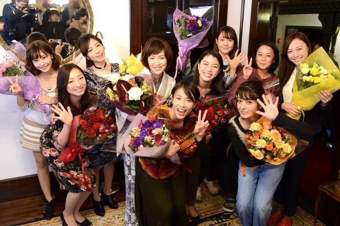 ドラマ「黒い十人の女」クランクアップ時の様子(画像提供:読売テレビ)