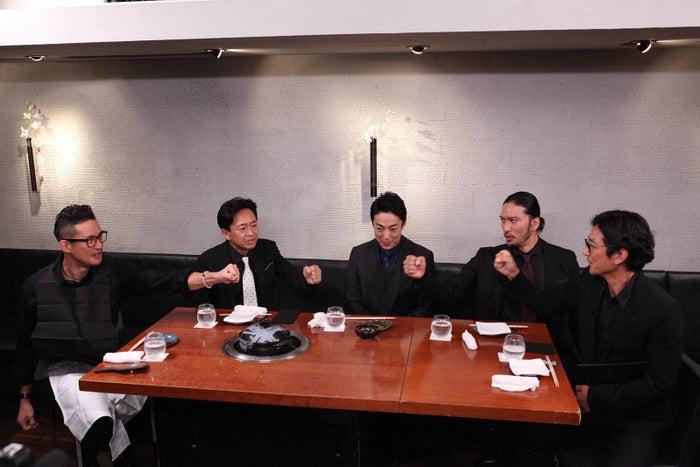 (左から)松岡昌宏、城島茂、尾上菊之助、長瀬智也、国分太一(C)フジテレビ