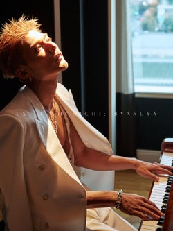 EXILE SHOKICHIの写真集『BYAKUYA』(画像提供:blueprint)