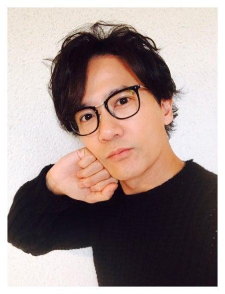 自撮りする稲垣吾郎
