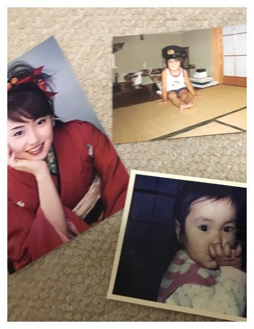 成人式の振り袖姿と幼少期の写真/矢田亜希子オフィシャルブログ(Ameba)より