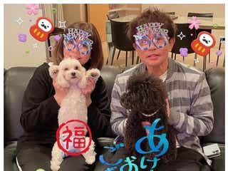 ダウンタウン浜田雅功&小川菜摘夫妻、仲良しショットで新年の挨拶「理想の夫婦」「スタンプ可愛い」と反響